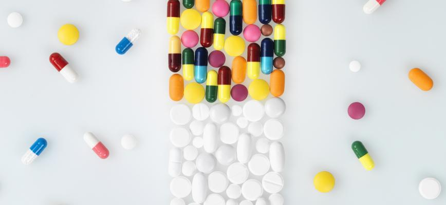 Estrategias abiertas emergentes para acelerar la innovación: Lecciones de la industria farmacéutica